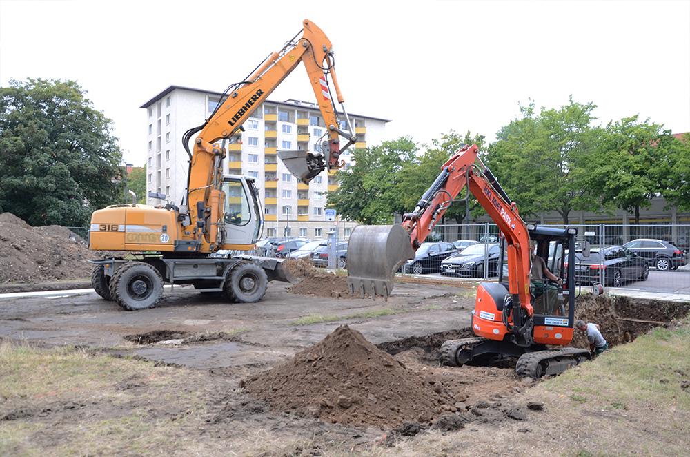 Erdbewegungen und Baggerarbeiten auf dem Sternplatz in Dresden während der Bauphase 2019