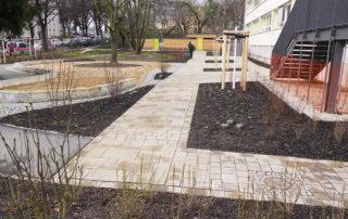 """Außenanlagen des Kindergartens """"Bunte Kinderwelt"""" in Dresden 2015"""